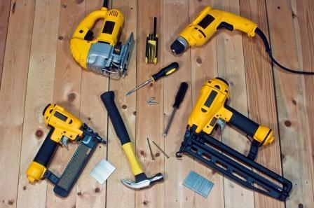 Hand-tools-vs-power-tools